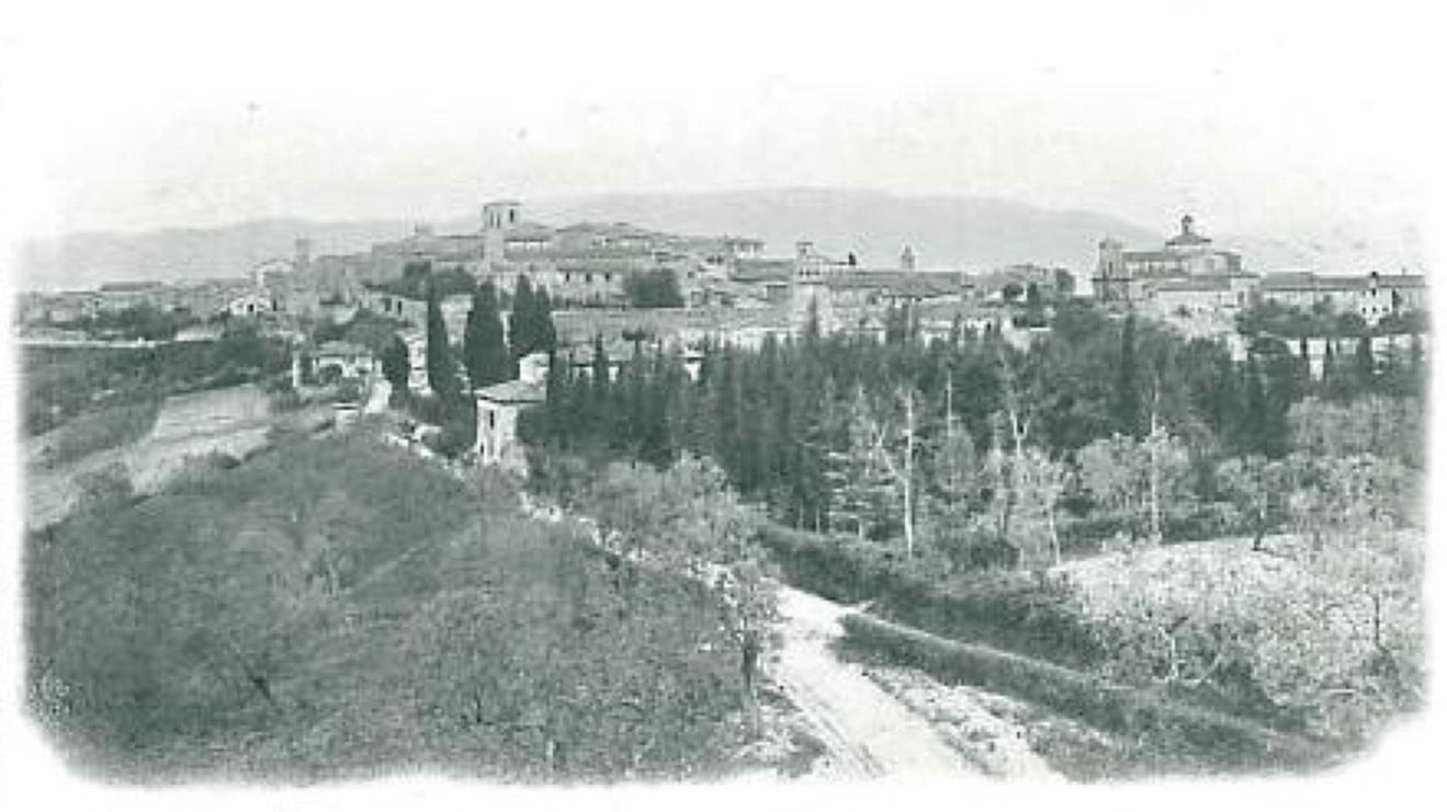 Storia - Montefalco 1910 - Panorama dal punto di vista che ispirò Benozzo Gozzoli per dipingerlo tra il 1450 e il 1452